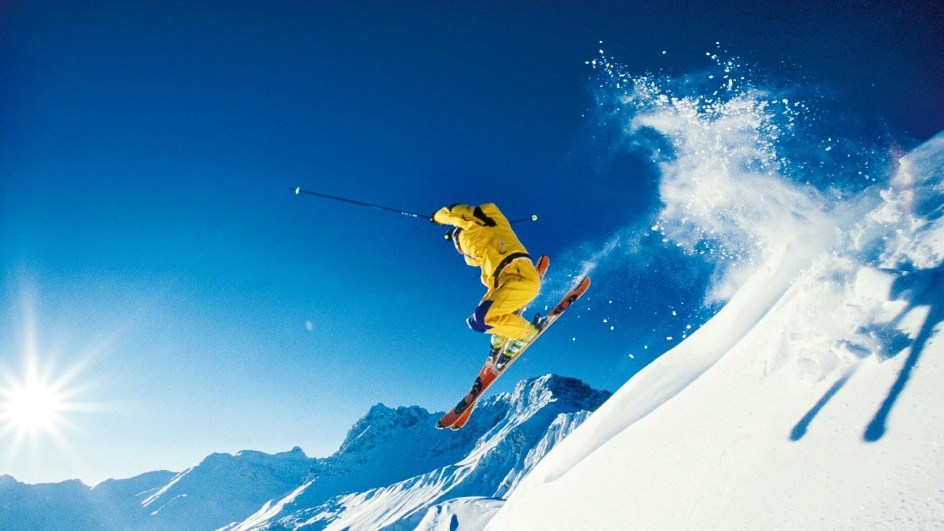 Лыжник прыжок горы небо  № 3309009 без смс